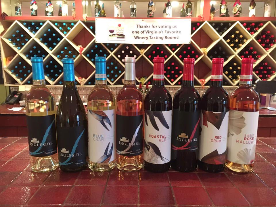 vignoble assortiment de bouteilles de vin sur le bar de dégustation ingleside vineyards colonial beach virginie états unis ulocal produits locaux achat local produits du terroir locavore touriste