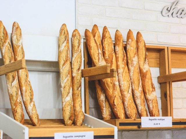 boulangerie artisanale présentoir de pain boulangerie aux deux freres gatineau quebec canada ulocal produits locaux achat local produits du terroir locavore touriste