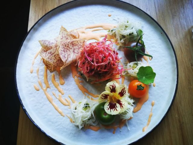 restaurant tapas plate of scallop strawberry tartare from quebec accompanied by magnificent organic products restaurant antonyme gatineau quebec canada ulocal local products local purchase local produce locavore tourist