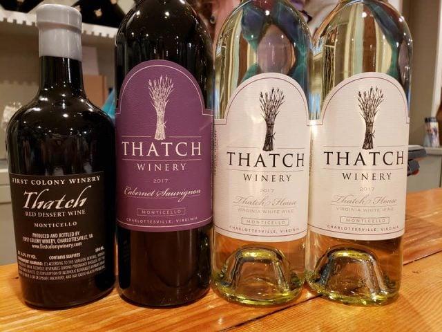 vignoble assortiment de bouteilles de vin du vignoble thatch winery charlottesville virginie états unis ulocal produits locaux achat local produits du terroir locavore touriste
