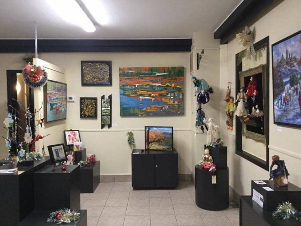 artisan boutiques art gallery shop boutique la petite gart gatineau quebec canada ulocal local products local purchase local produce locavore tourist