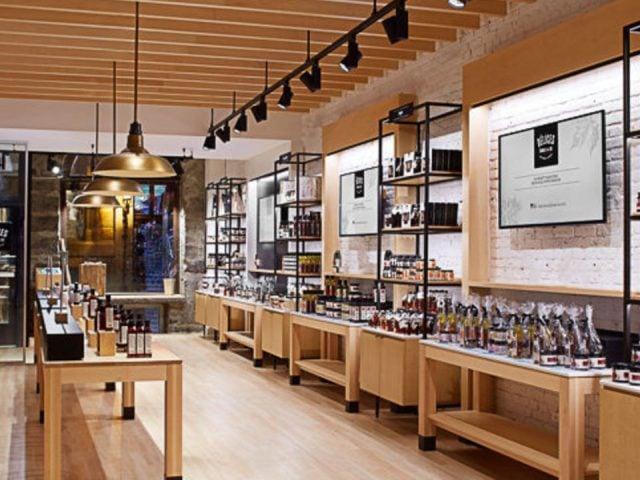 boutique interior of the bistro shop delices erable et cie montréal quebec canada ulocal local products local purchase local produce locavore tourist