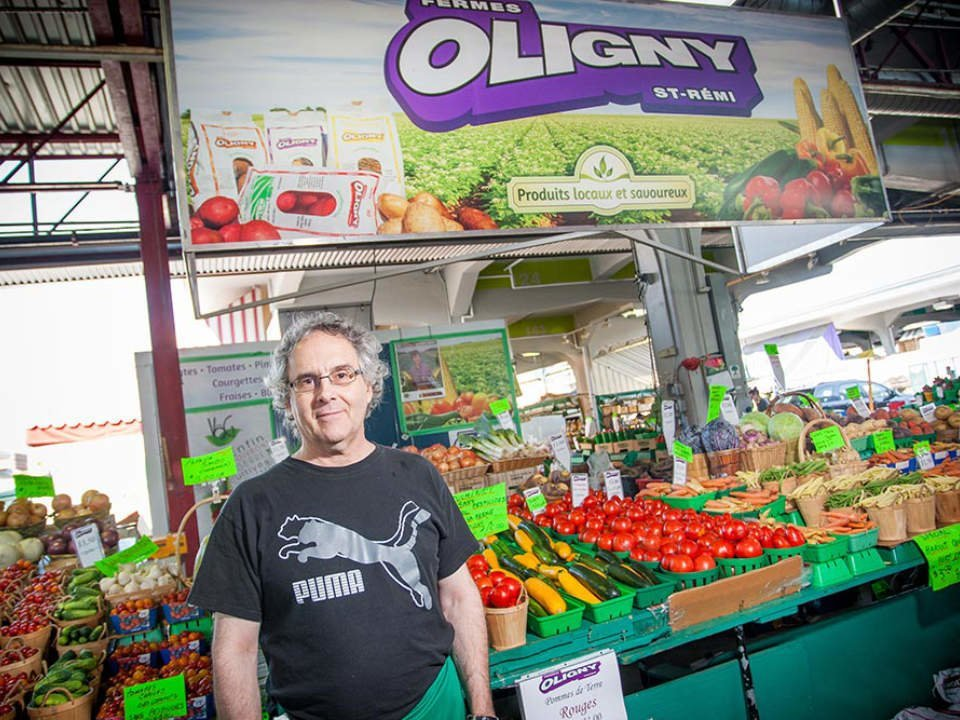 produce markets fruit and vegetable stand ferme daniel oligny montréal quebec canada ulocal local products local purchase local produce locavore tourist