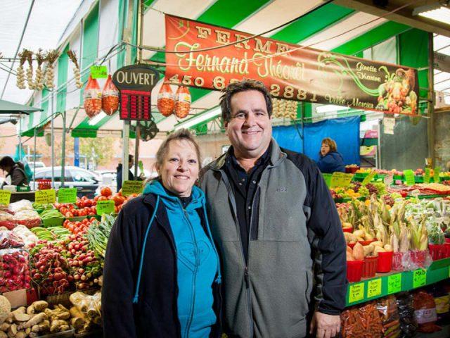 marché de fruits et/ou légumes kiosque de fruits et légumes ferme fernand theoret montréal quebec canada ulocal produits locaux achat local produits du terroir locavore touriste