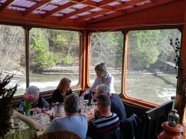 restaurant intérieur du restaurant les jardins sauvages saint-roch-de-l'achigan quebec canada ulocal produits locaux achat local produits du terroir locavore touriste