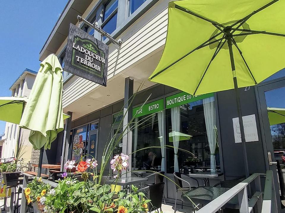 food cafe restaurant food stores ladouceur du terroir saint eustache quebec ulocal local product local purchase