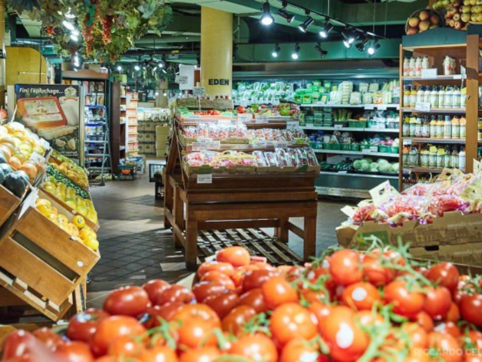 épicerie spécialisée intérieur de l'épicerie marche eden montréal quebec canada ulocal produits locaux achat local produits du terroir locavore touriste