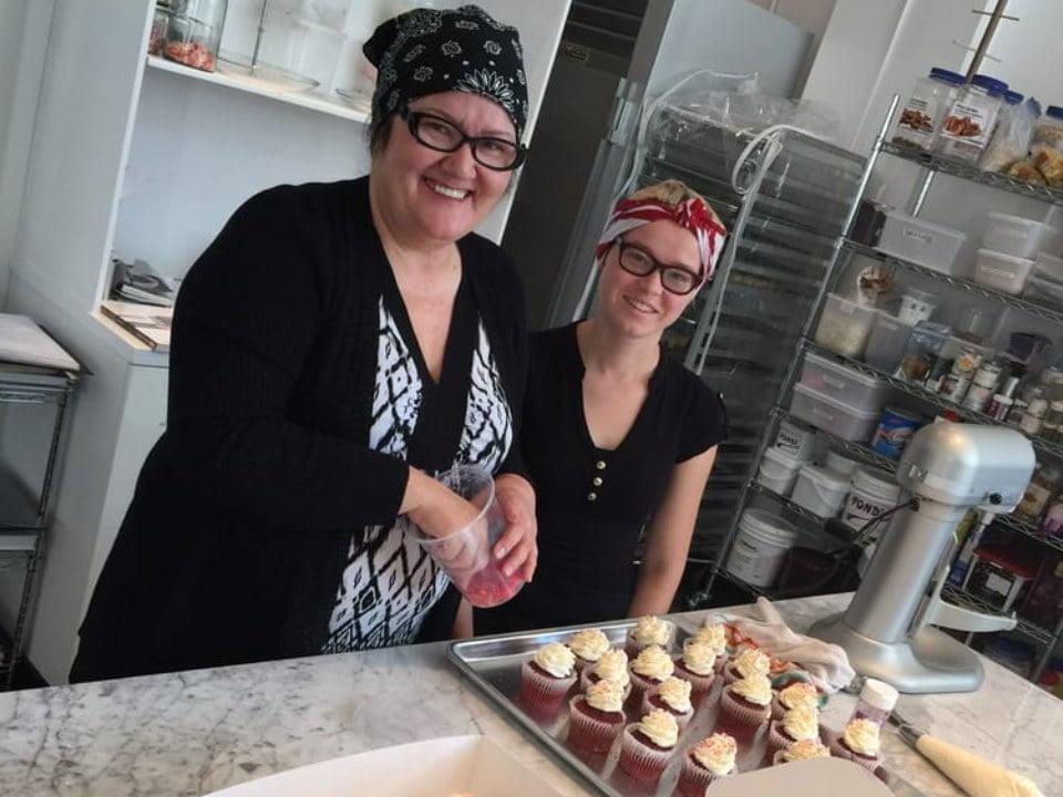 pâtisserie propriétaire et pâtissières et patisseries du jour nougat et nectarine montréal quebec canada ulocal produits locaux achat local produits du terroir locavore touriste