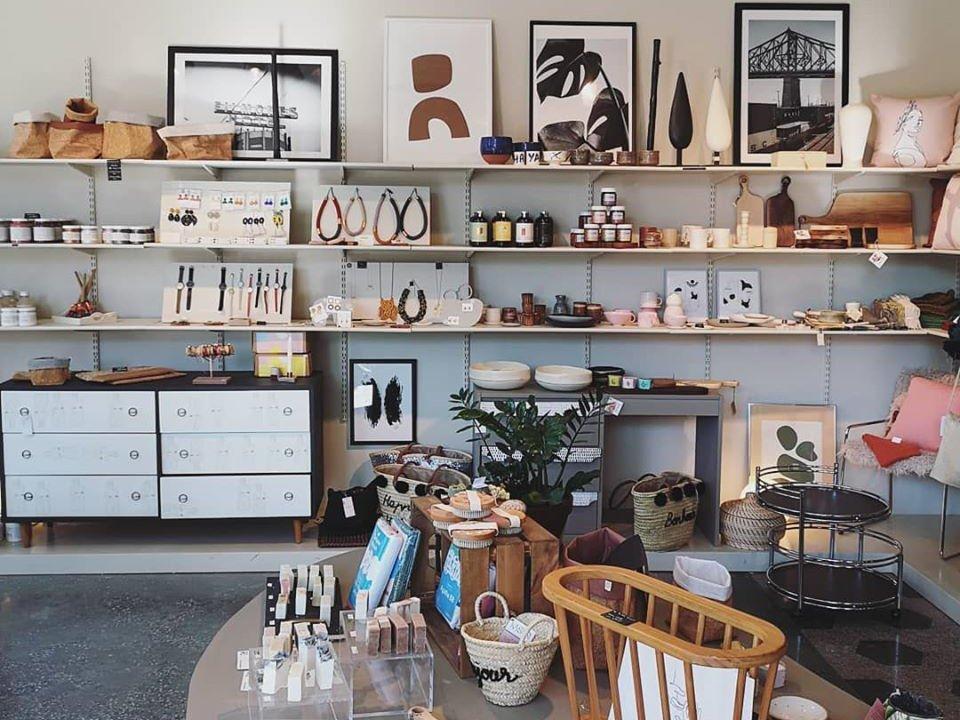 artisan boutiques interior of the shop with craftsmen's objects le palais bulles aux meubles de margaux montréal quebec canada ulocal local products local purchase local produce locavore tourist