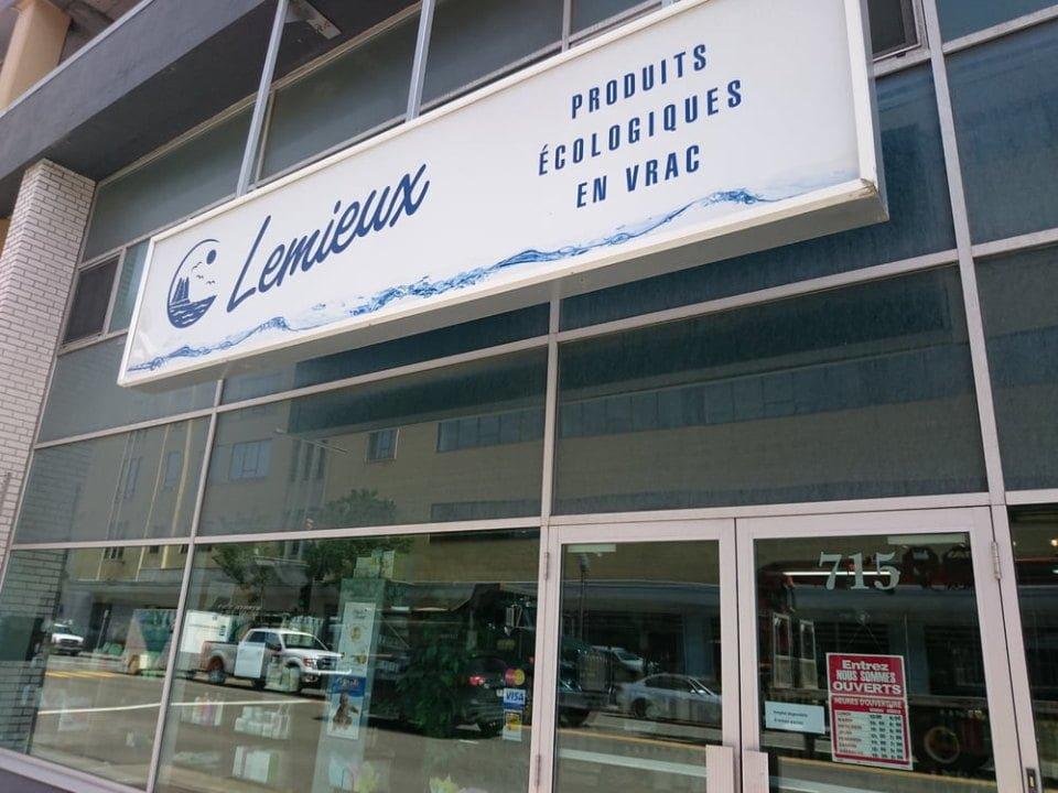 boutique façade extérieure de la boutique produits ecologique lemieux quebec quebec canada ulocal produits locaux achat local produits du terroir locavore touriste