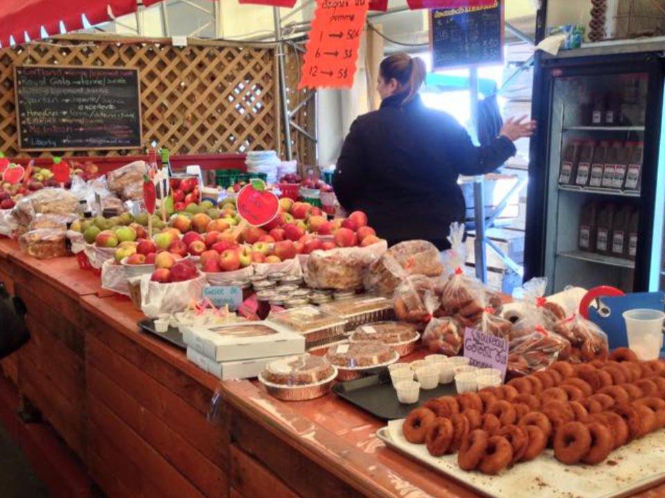 marché de fruits et/ou légumes kiosque de produits du verger verger cournoyer trois-rivières quebec canada ulocal produits locaux achat local produits du terroir locavore touriste
