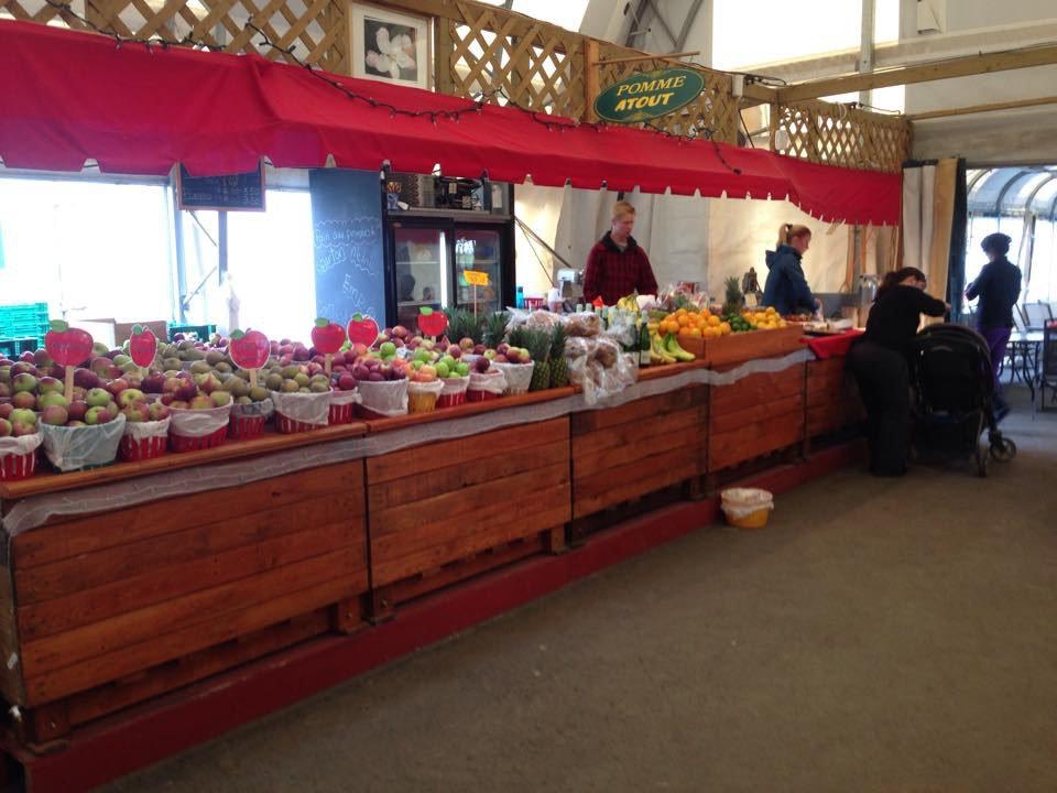 marché de fruits et/ou légumes kiosque de produits du verger verger cournoyer marché godefroy quebec canada ulocal produits locaux achat local produits du terroir locavore touriste