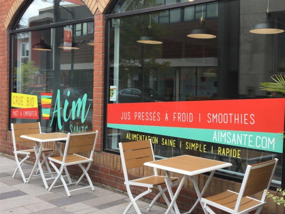 restaurant façade du restaurant avec mini terrasse aim sante victoriaville quebec canada ulocal produits locaux achat local produits du terroir locavore touriste