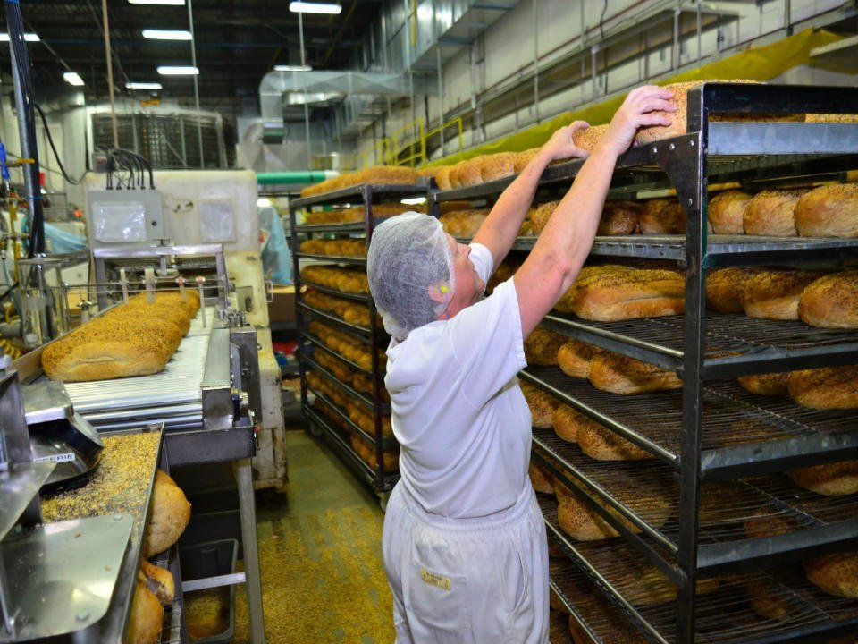 artisan bakeries bread production with employee boulangerie st-methode anjou quebec canada ulocal local products local purchase local produce locavore tourist