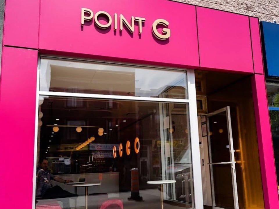 pâtisserie façade rose boutique point g montréal quebec canada ulocal produits locaux achat local produits du terroir locavore touriste