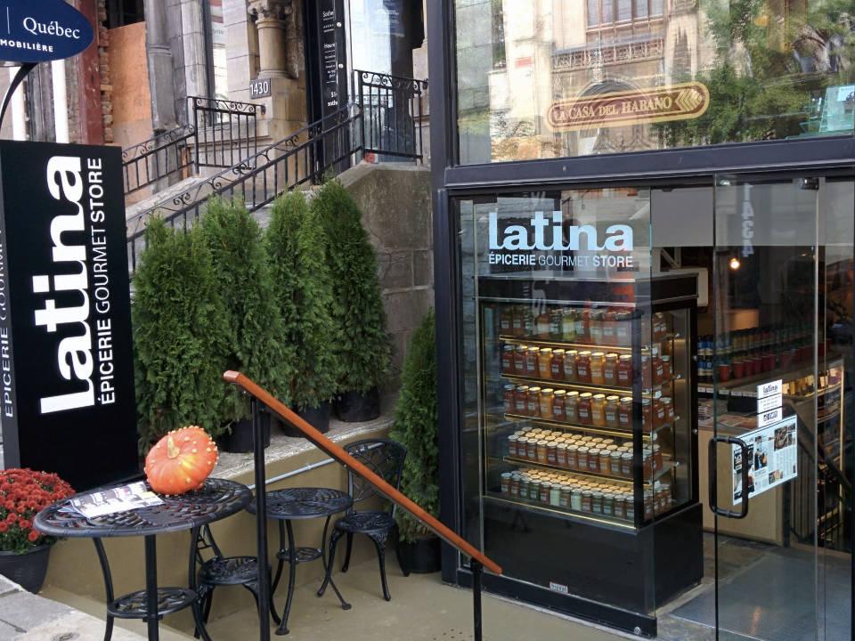 épicerie spécialisée façade de l'épicerie chez latina montreal quebec canada ulocal produits locaux achat local produits du terroir locavore touriste