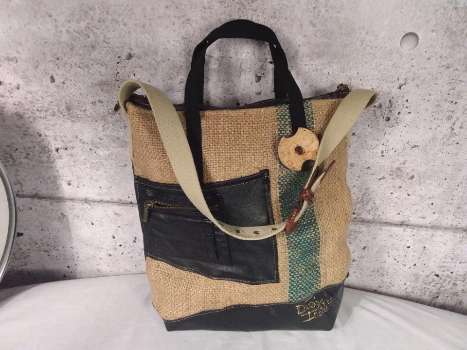 bijoux et accessoires designs personnalisés de sacs à main design inedit mont-saint-hilaire quebec canada ulocal produits locaux achat local produits du terroir locavore touriste