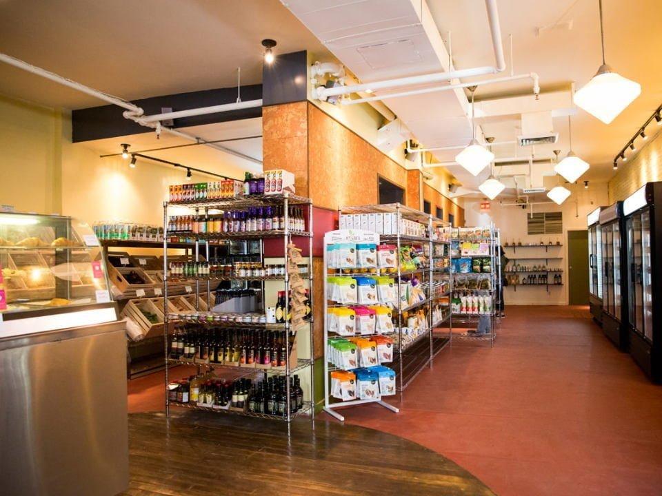 épicerie spécialisée intérieur de l'épicerie fine mini marché herbivores marché végétalien montreal quebec canada ulocal produits locaux achat local produits du terroir locavore touriste
