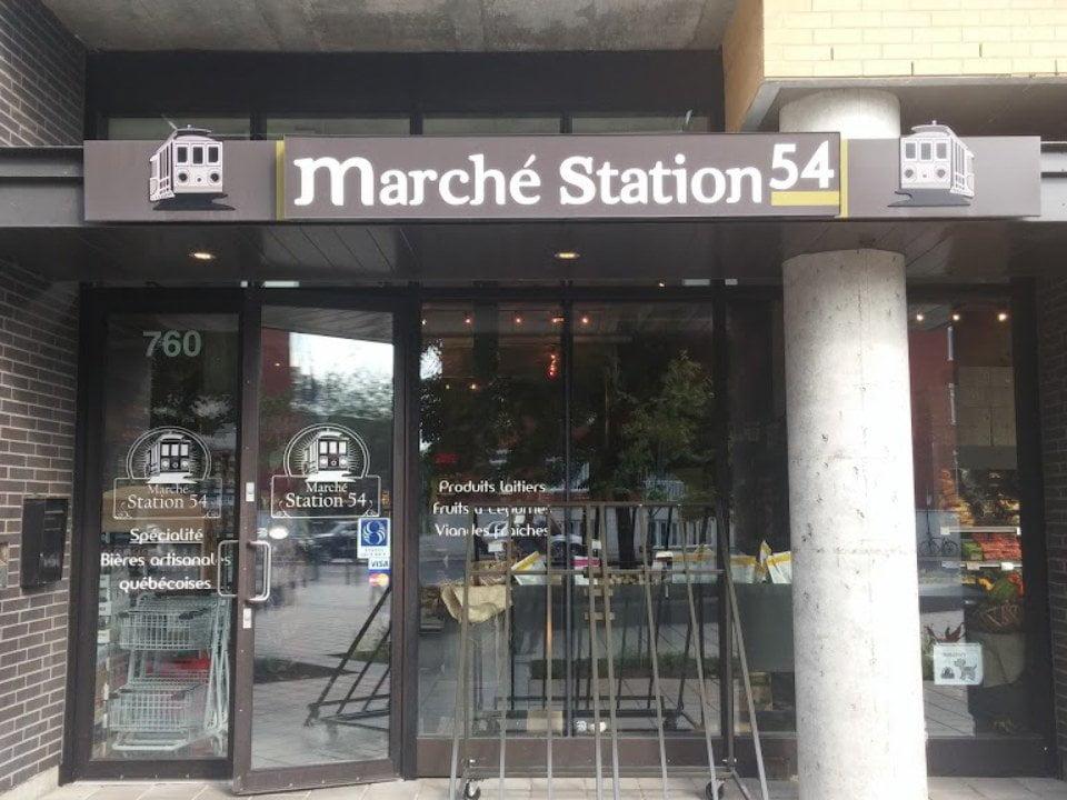 épicerie spécialisée façade de l'épicerie marche station 54 montréal quebec canada ulocal produits locaux achat local produits du terroir locavore touriste