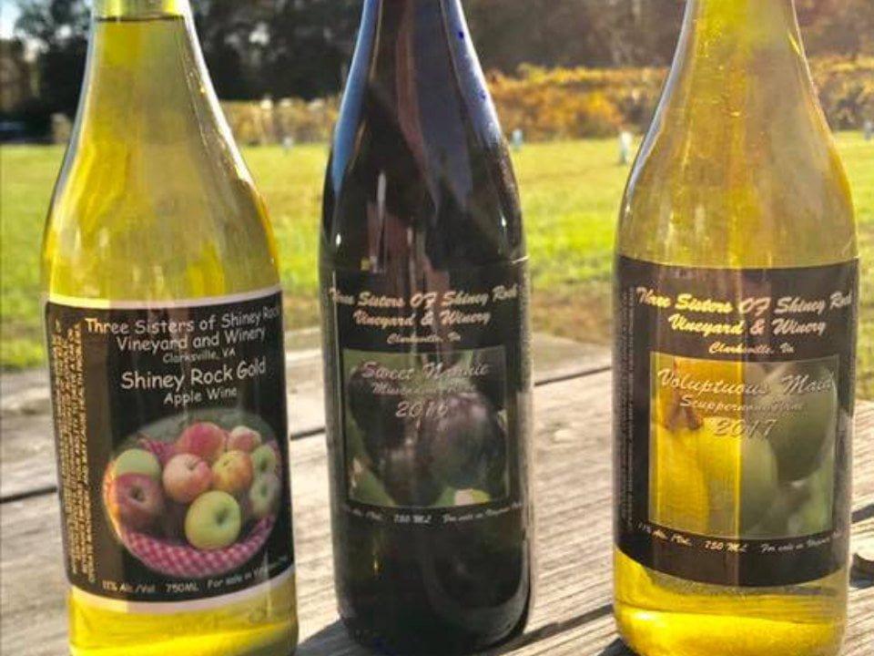 vignoble bouteilles de vin dans les vignes three sisters of shiney rock winery clarksville virginie états unis ulocal produits locaux achat local produits du terroir locavore touriste