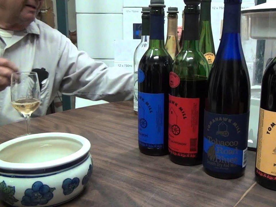 vignoble bouteilles de vin et bar de dégustation tomahawk mill winery chatham virginie états unis ulocal produits locaux achat local produits du terroir locavore touriste