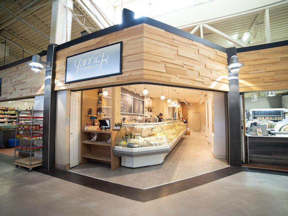 fromagerie boutique intérieure marché de ouest yannick fromagerie montréal quebec canada ulocal produits locaux achat local produits du terroir locavore touriste