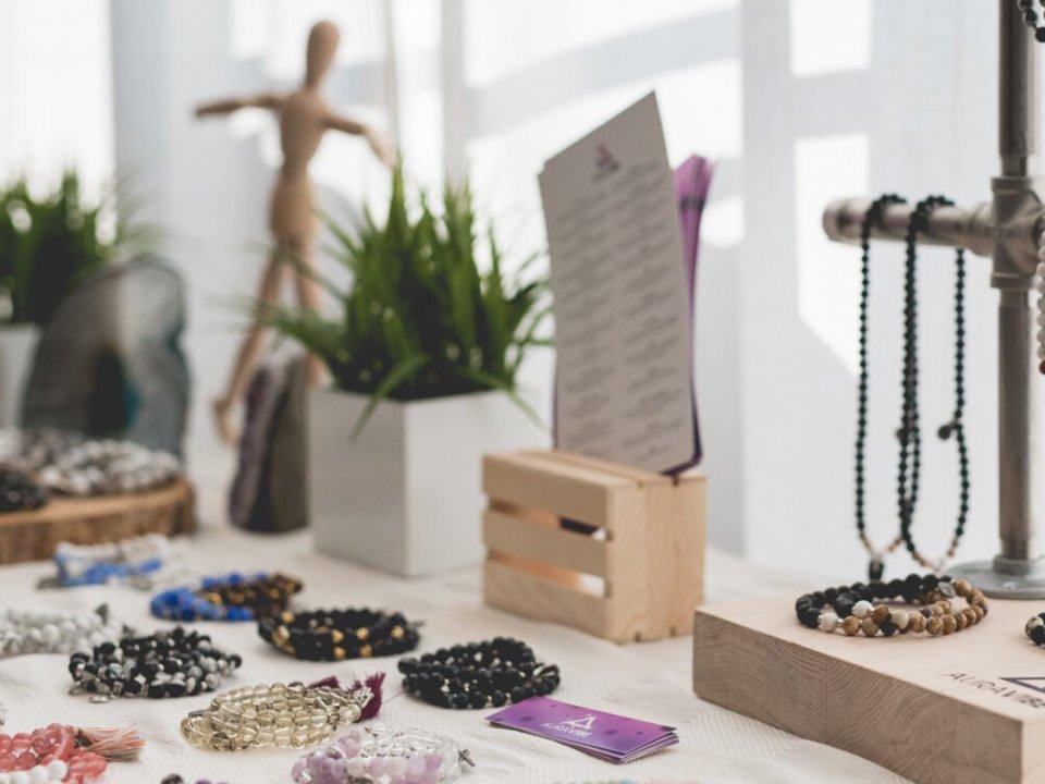 Boutique bracelets Bijoux et accessoires faits à la main Aura Vibe La Prairie Québec Ulocal produit local achat local